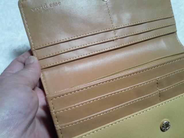 黄色い財布中