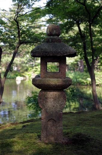 清水園の織部灯籠