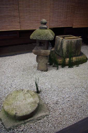大徳寺瑞峯院の織部灯籠