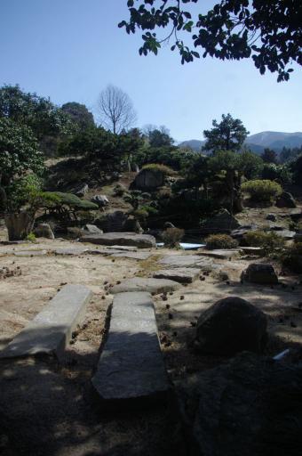 卜蔵庭園の短冊石