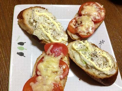 トマトピザとアンチョビ玉ねぎ