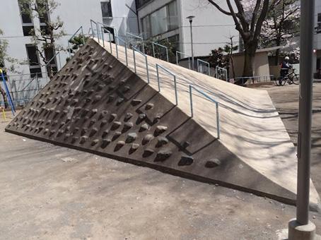 ピラミッド火山
