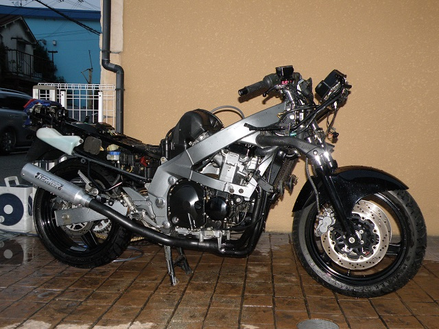 ZZR400552.jpg