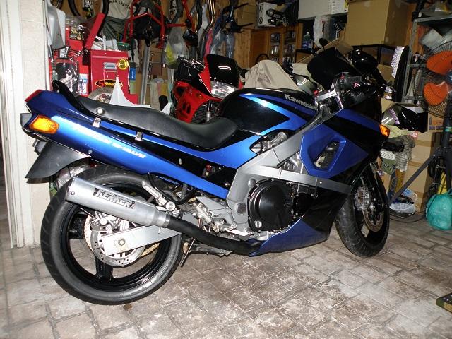 ZZR400556.jpg