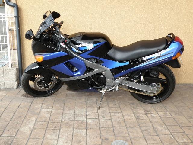 ZZR400640.jpg
