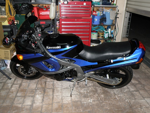 ZZR400641.jpg