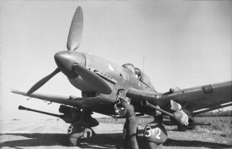 Bundesarchiv_Bild_101I-655-5976-04,_Russland,_Sturzkampfbomber_Junkers_Ju_87_G