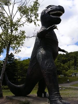 なぜか、恐竜。