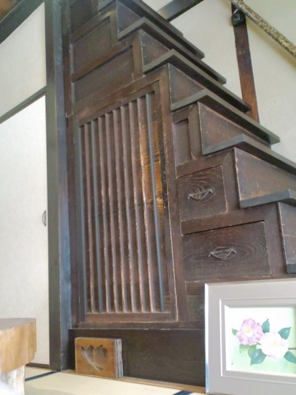 樫舎の箪笥階段