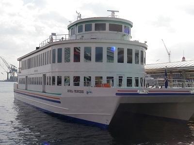 神戸クルーズの船