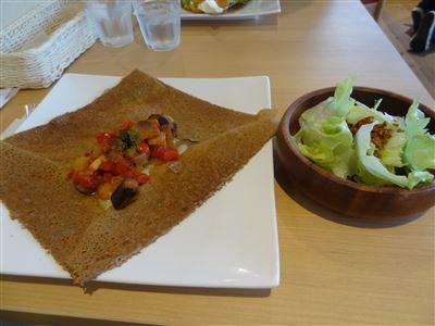 サラダとラタトゥユガレット