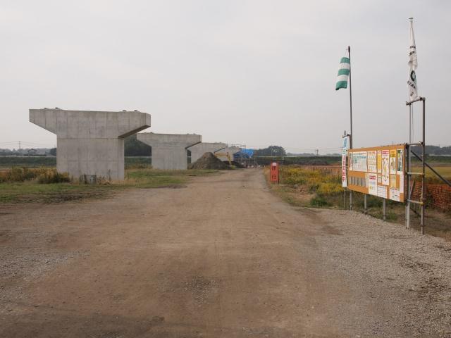 少し脇から猿島岩井インター方面。映っていませんが、撮影中に元建設大臣の広報車が威勢よく走っていました。