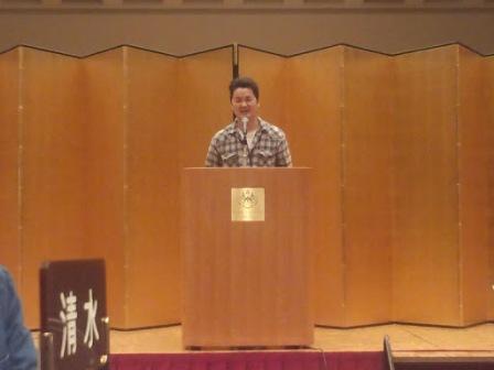 ③無事1年間勤め終えた平成23年度会長の村上直隆君の挨拶から始まりました。