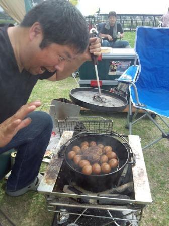 ダッジオーブンでチャーシューと煮卵を燻製にしました