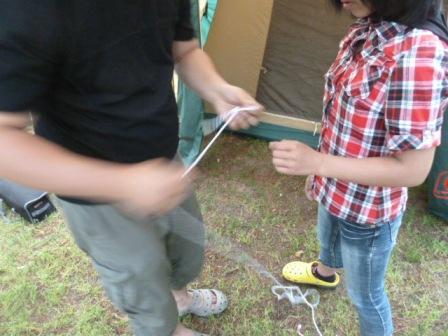 03ロープの結び方を説明