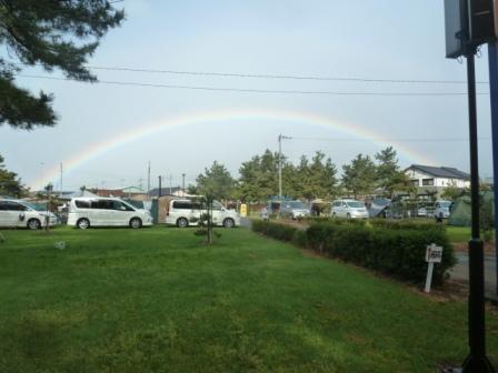 08朝一番にキレイな虹がかかっていました
