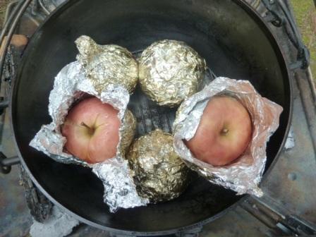 24デザートのリンゴ丸ごとホイル焼き