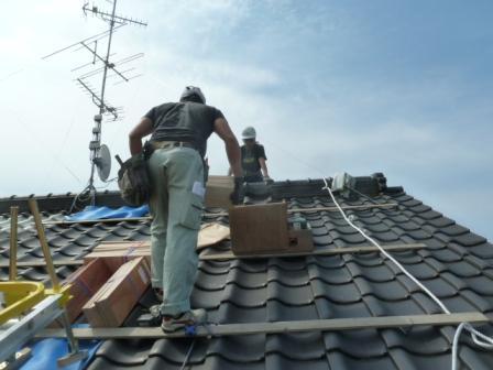 ⑥5.5寸の急勾配の為歩き易い様に屋根に足場を仮設します