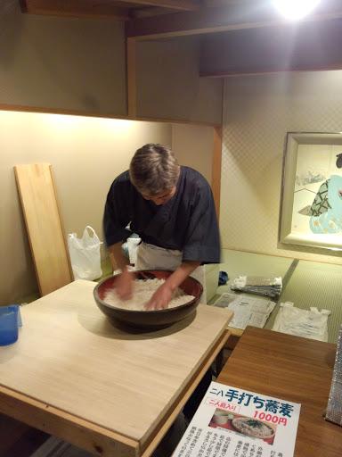 ⑥帰りの旅館のロビーで信州二八蕎麦の手内の実演販売が有りましたので6人前買って帰りました