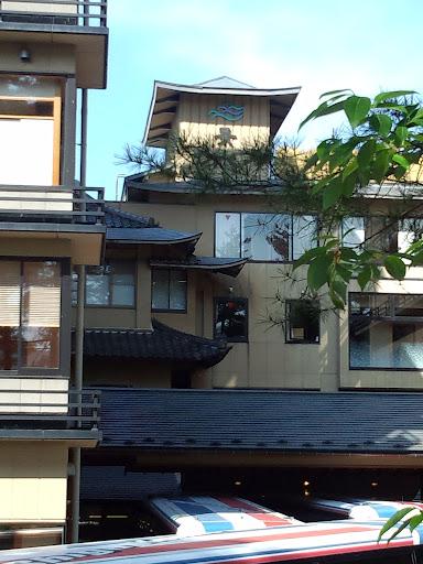 ③今回のお宿は信州大町温泉郷の中でもとて格式高い「緑翠亭 景水」と言う旅館です