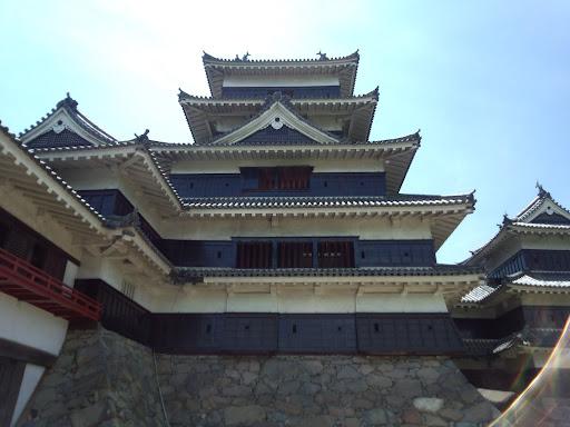 ⑭近くから見上げると圧巻ですね。昔の日本人の物作り技術は素晴らしいですね。さすが国宝!!