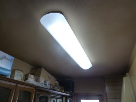 40形1本タイプのキッチンベースライトをLEDへ改造し、電気代をスリム化