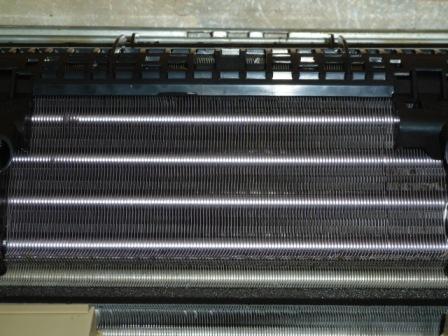 11エアコン内部の熱交換機のアルミフィンのクリーニング後