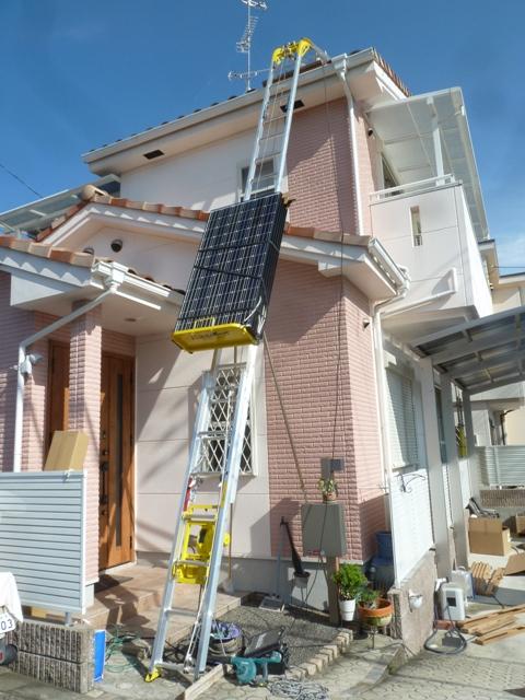 16パネルをパネルボーイで屋根まで上げます