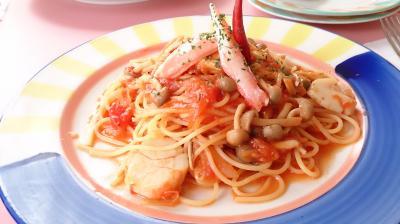 パスタ店のカニとホタテのトマトスパゲッティー