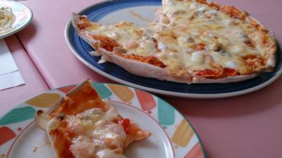 パスタ店のシーフードピザ