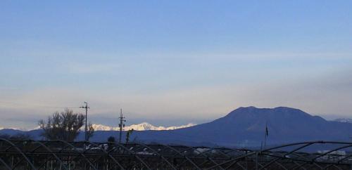 朝日を浴びる北アルプス(25.11.27)