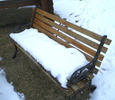ベンチの雪座布団(25.12.26)