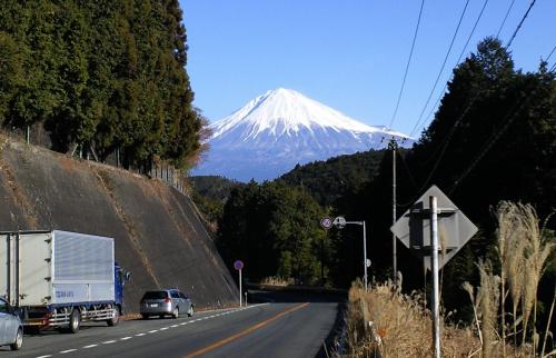 峠から富士山(25.12.28)