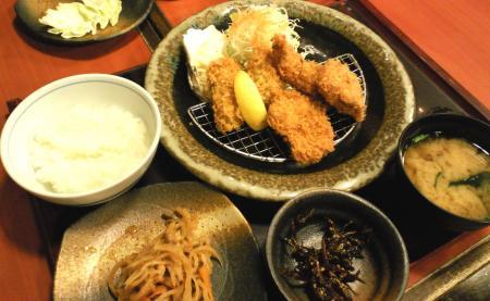 カキフライとヒレカツ定食(25.12.27)