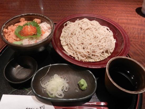カニ鮭イクラ丼と蕎麦セット+(2)