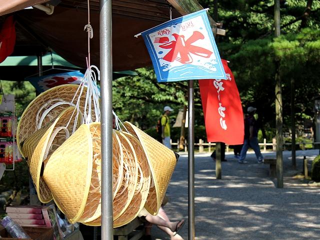 真夏の兼六園 氷の旗