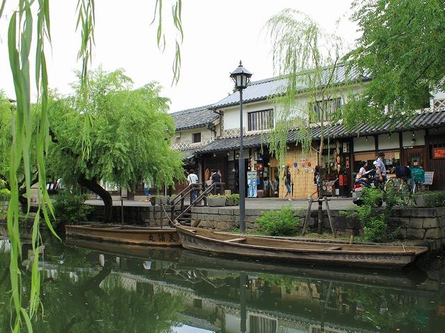 倉敷市美観地区 倉敷川に浮かぶ船