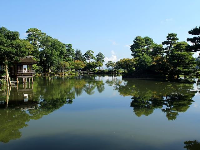 初秋の朝の兼六園 霞ヶ池
