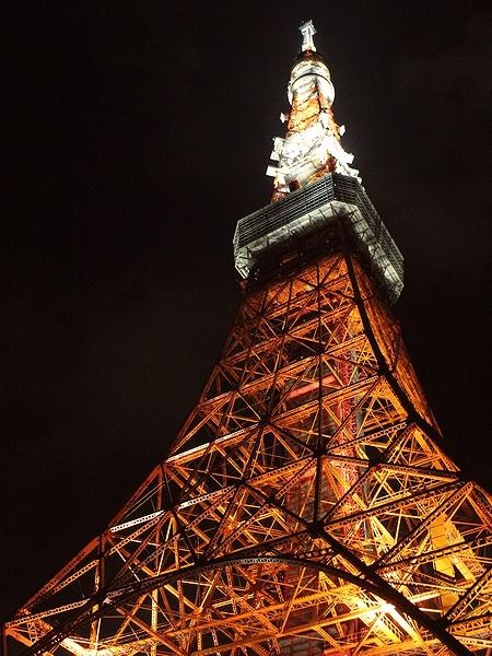 夜の東京タワー 真下から