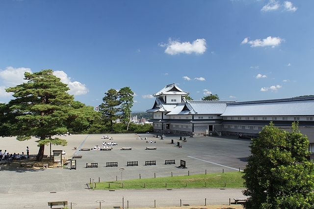 秋晴れの金沢城 五十間長屋と菱櫓