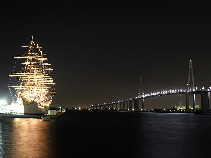 海王丸パークの夜景 新湊大橋と