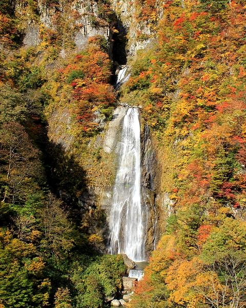 秋の白山スーパー林道 しりたか滝