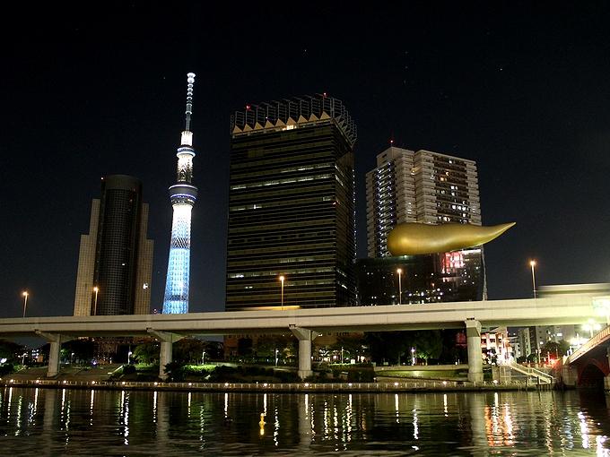 浅草・吾妻橋から見た夜のスカイツリー