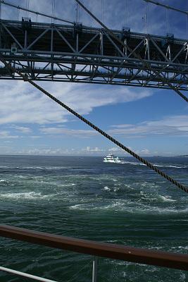 0821-4鳴門観潮船