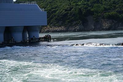 0821-9鳴門観潮船