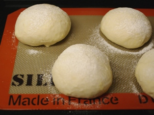 タマゴサラダの手ごねパン1時間06