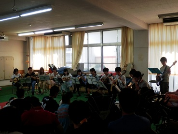 鎌倉養護学校での演奏