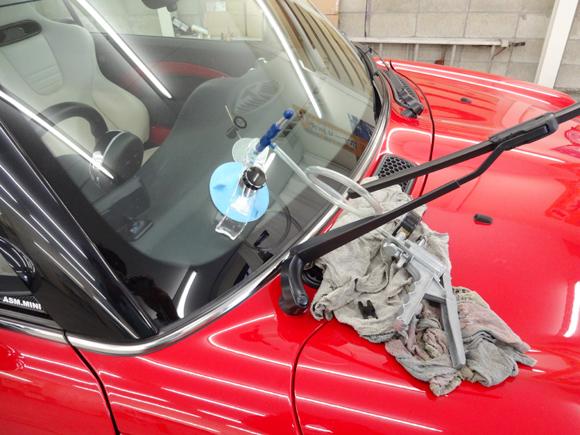 BMW ミニクーパーS カブリオレ@液剤注入開始