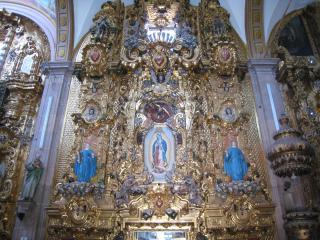 豪華な祭壇