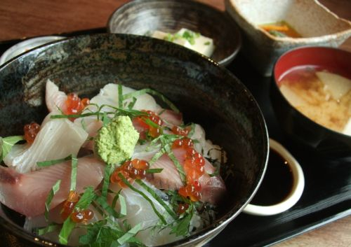 『ミンナ食堂』 海鮮丼
